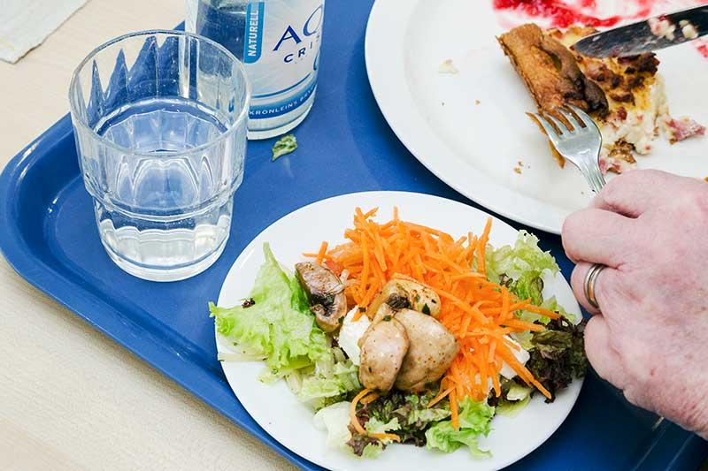 Stor skillnad på kvalitet när äldre serveras mat