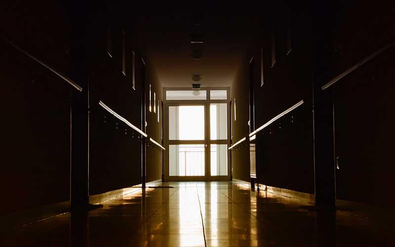 Får gamla lämnas ensamma på natten?