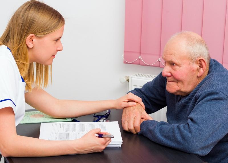 Fem tusen nya jobb i äldreomsorgen