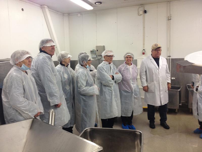 Seniorerna i Lunthagen besökte Uppsalas sista livsmedlelsindustri