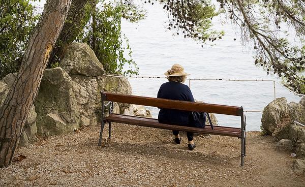 Restriktioner för äldre ligger fast