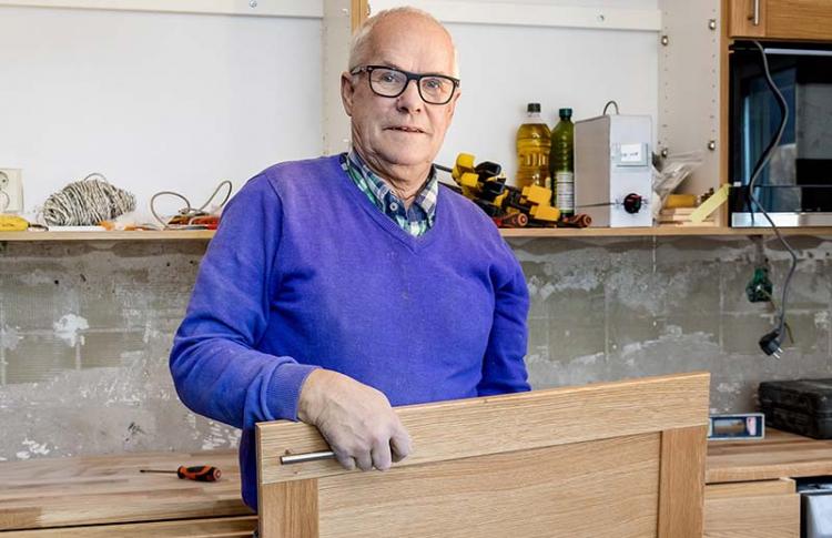 """Kent-Arne började snickra: """"Jobbet är roligt"""""""