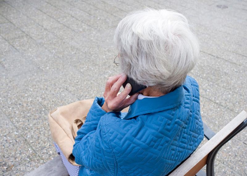 Äldretelefonen – En röst som värmer