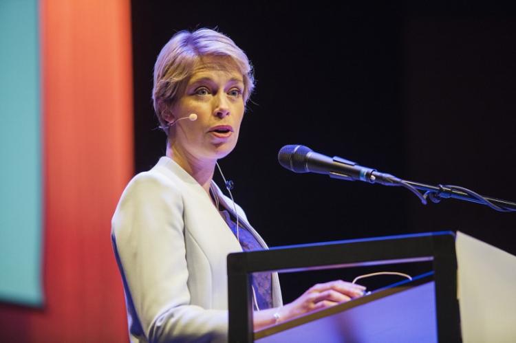 Minister hotar kommuner med lagstiftning