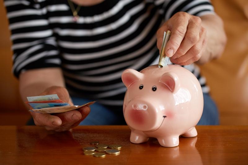 Alla vill sänka pensionärernas skatt