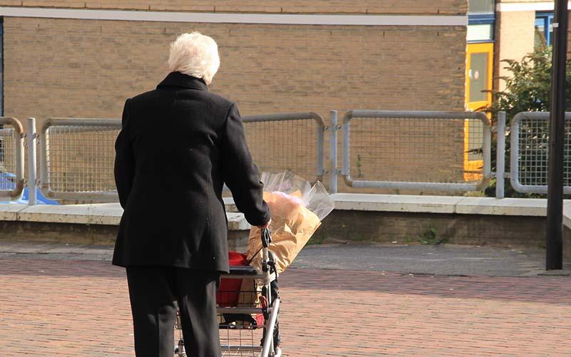 S vill höja pensionerna – på sikt