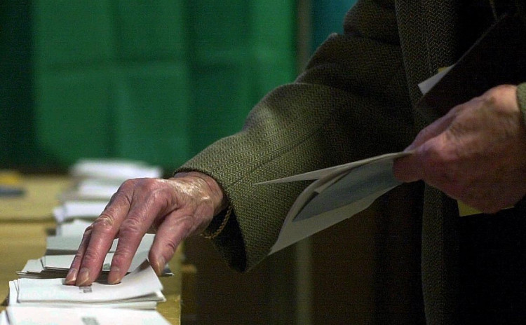 En av fyra seniorer kan byta parti