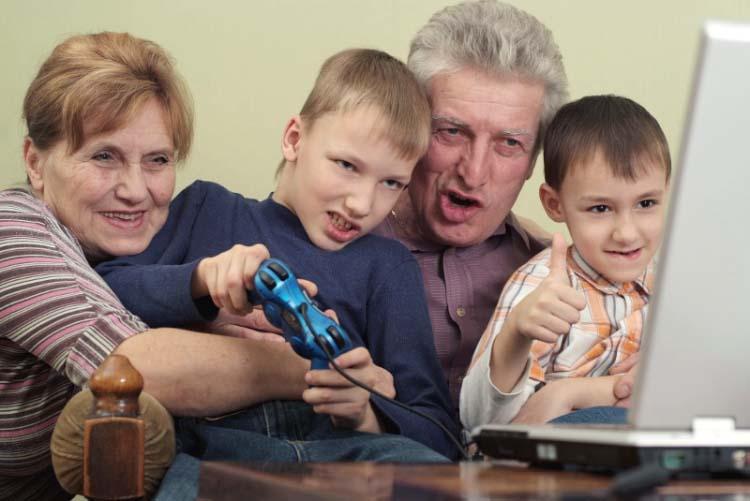Barnbarn lockar seniorer gå i pension