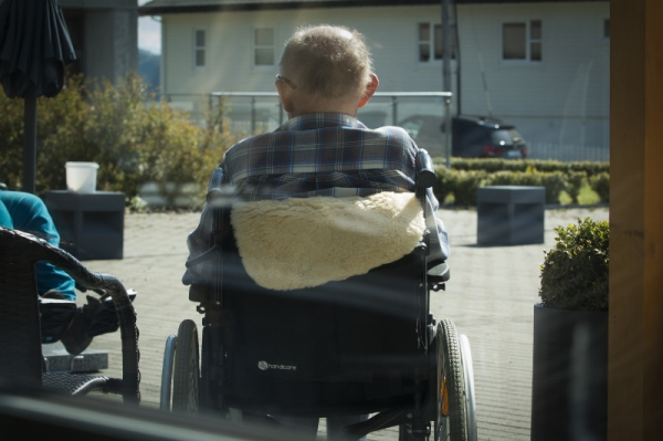 Vill skrota assistans för 80-plussare