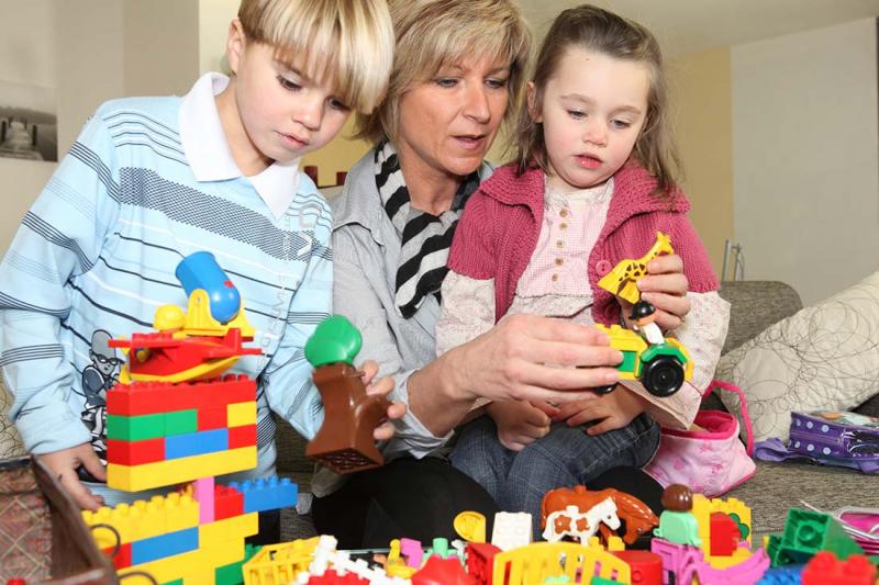Kräver rätt att umgås med barnbarnen