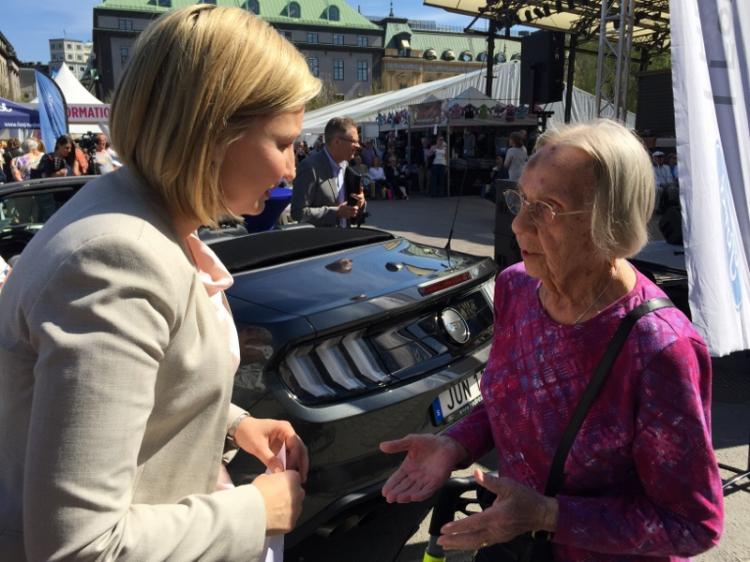 KD lovar dyrt och heligt till landets seniorer