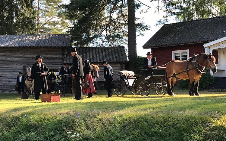 Ingmarsspelen med en skådis i hästväg