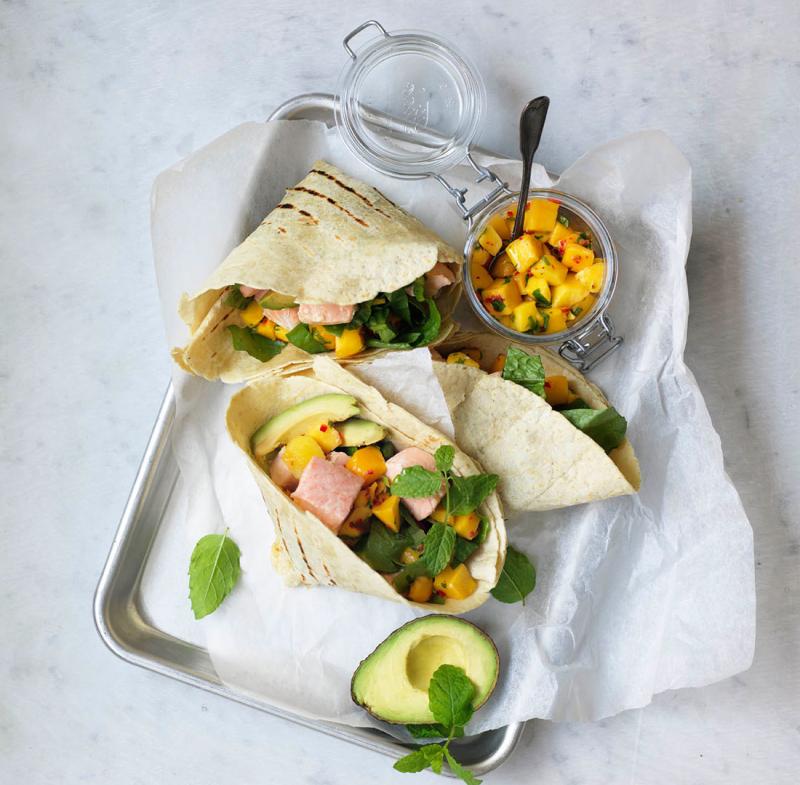 Laxtaco med avokado och mango