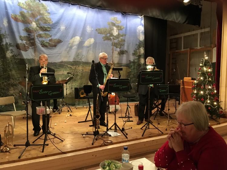En 480 år gammal välspelande orkester med en genomsnittlig ålder på 80 år underhöll på SPF Husbys julfest.