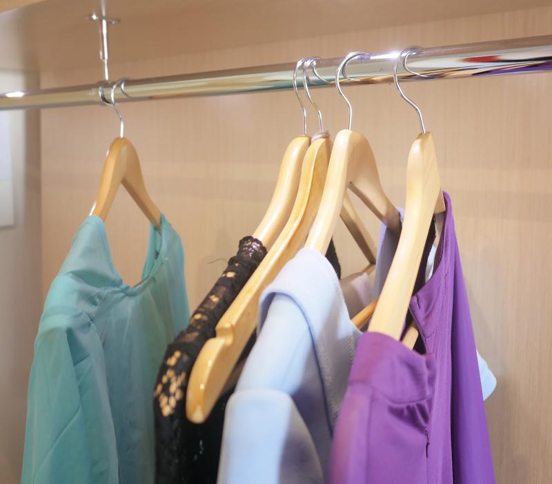 Varför hänger fruns kläder kvar?