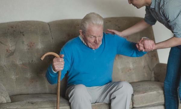 Så mycket personal passerar äldres bostad