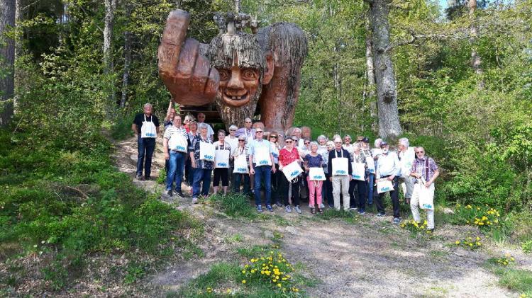 Naturskådarna i SPF Seniorerna Dacke i Mjölby besökte Jan Pols fantastiska skulpturer