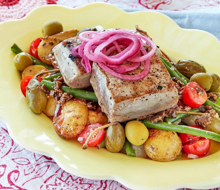 Sallade Niçoise med potatis, primörer  och tonfisk