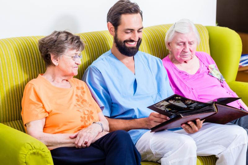 Så kan äldreomsorgen locka mer personal