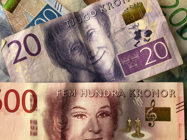 Bankerna tvingas tillhandahålla kontanter