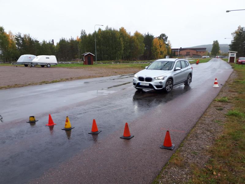 Trafikombud tränade halkkörning