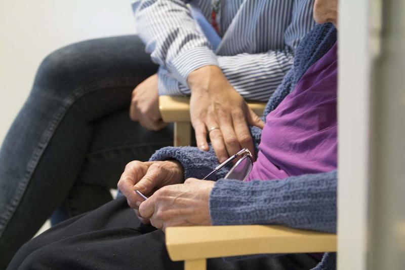 Seniorpatrull sågar vårdcentraler i Stockholm