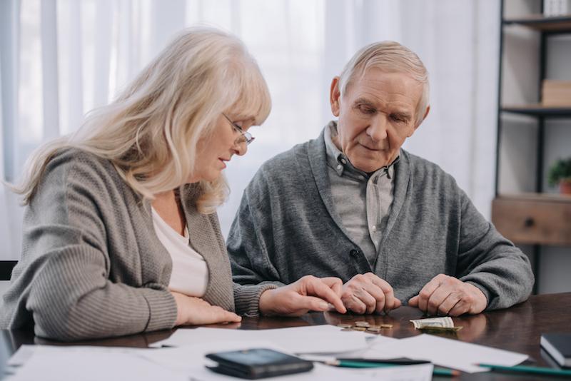 Löner fortsätter dra ifrån pensioner