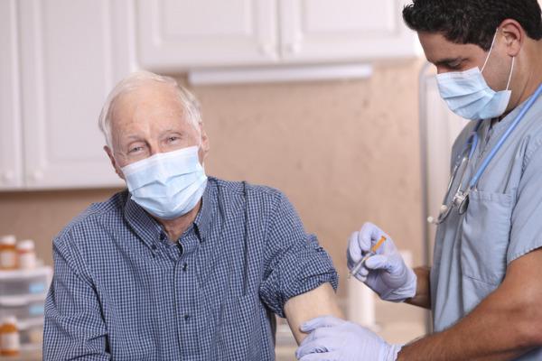 """""""Äldre behöver vaccinet först"""""""