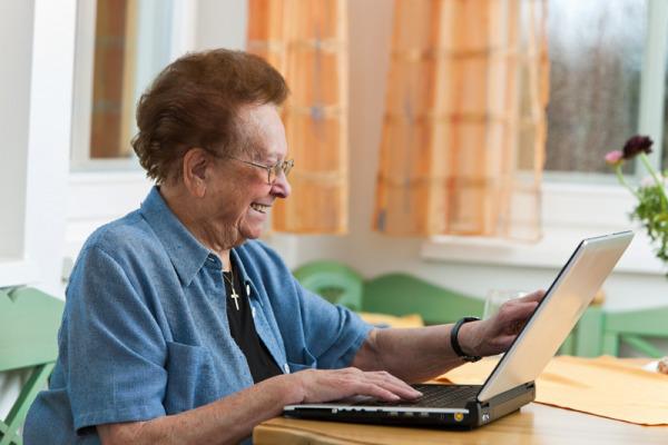 """""""Olämpligt med webbenkäter till personer över 84 år"""""""