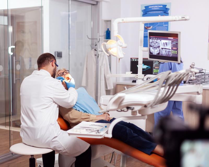 Fokus på tandvård avgörande för att ny äldreomsorgslag ska bli framgångsrik