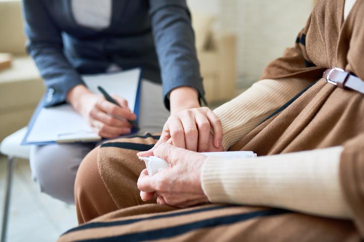 Krav 8 mars: Synliggör äldre kvinnors psykiska ohälsa
