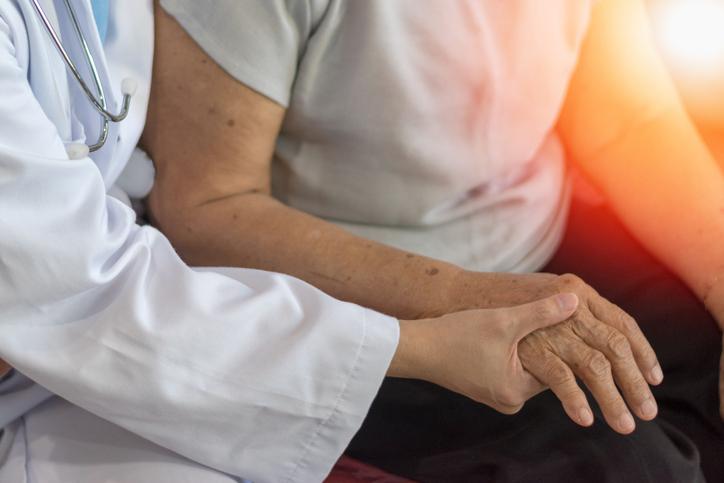 Ljög om vård till coronasjuka äldre