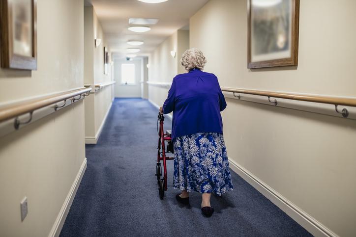Löser underskott med att skära i äldreomsorg