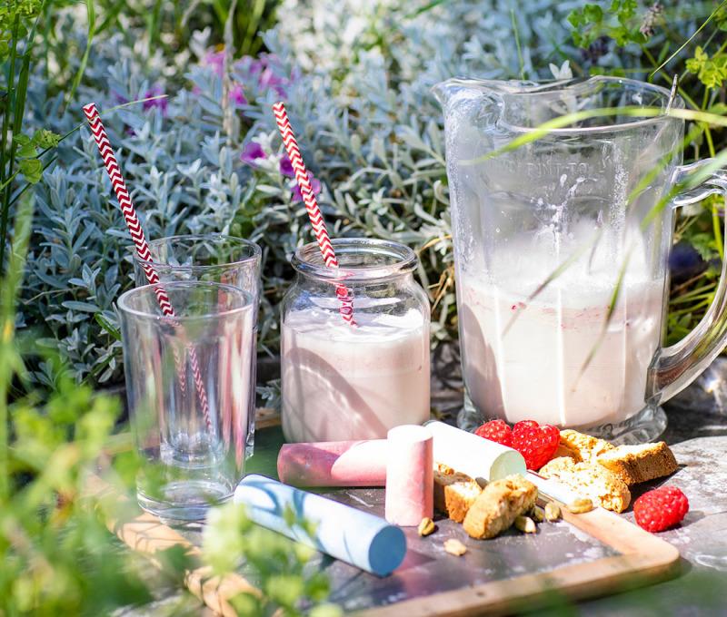 Havremjölkshake med hallon och kardemumma