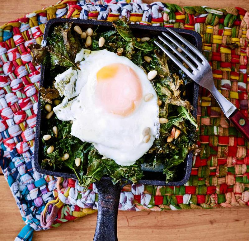 Grönkål med ägg i ugn